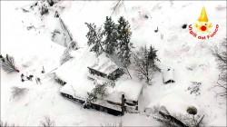 強震後大雪崩 義旅館30死