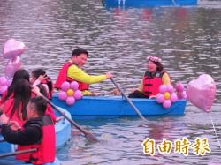 台中日月湖音樂會 林佳龍與妻子划船進入湖心亭