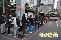 桃市1路公車起站候車處遷移 民眾跳腳