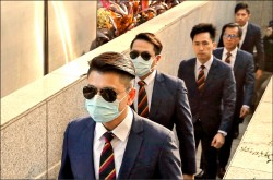 痛毆「佔中」民眾 7港警判有罪