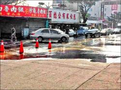 東區挖破水管 10萬戶停限水36小時