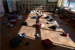 311大地震將滿6年 這教室滿地書包、時間凍結
