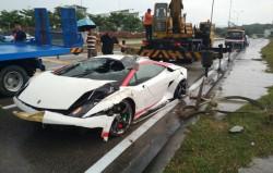 父母送700萬超跑 被馬來西亞屁孩撞進路旁大排...