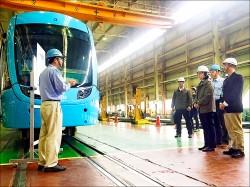 總統參訪台車 期勉當產業龍頭