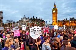 英國國會放行 月底啟動脫歐
