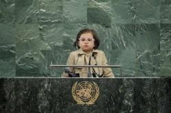 亂入BBC直播萌娃魅力爆棚 網友要她選「世界總統」!