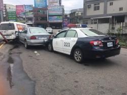 毒品通緝犯拒捕   警方開車狂追逮人