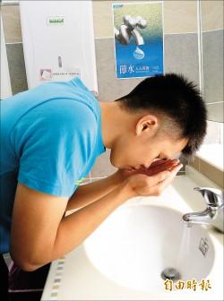 《謠言終結站》洗完臉「緊繃」才乾淨? 其實肌膚正在受損中