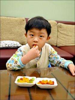 幼兒吃糖果 選天然色素較安心
