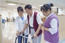 醫訊》腦中風整合照護 近百歲老翁重返健康