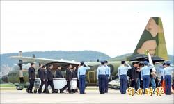 回家了…空軍專機助齊導最後一次「看見台灣」