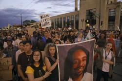 黑人遭槍殺直播案 警判無罪引爆千人遊行抗議