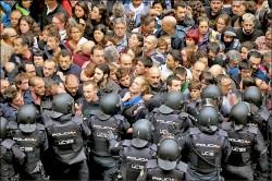 加泰隆尼亞獨立公投 警射橡膠子彈阻投票