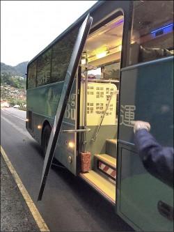 女學生摔出公車枉死 超速、車門故障釀禍