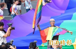 同志大遊行彩虹旗飄揚 高顏值男女勁歌熱舞嗨翻天!