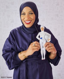 芭比娃娃大突破! 首個戴頭巾穆斯林芭比明年開賣