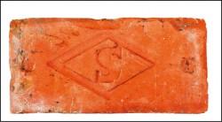 【千萬種故事】林小昇收藏各式紅磚,砌出台灣建築的故事