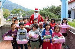 舊鞋盒心禮物 為偏鄉兒童募集耶誕禮物