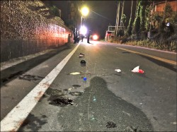 雙載騎車撞電桿 少女無照酒駕 1死1重傷