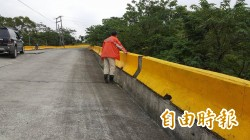 鹿野寶華產業道 下陷1年多未修復