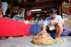 慢工出細活 工藝師雕塑生動神韻獅頭