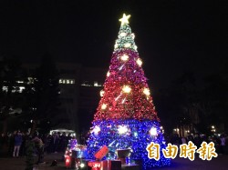 9米高耶誕樹點燈 虎科大歲末溫馨滿點