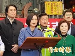 基隆慈雲寺贈匾  蔡英文;台灣經濟表現超乎預期