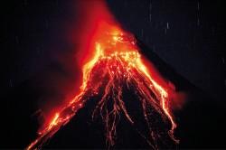 菲律賓火山猛噴 急撤5.6萬人
