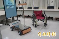 移動更省力!雲科大「變速輪椅」 搖桿取代手推輪圈