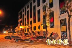 統帥飯店3樓以下全壓扁 旅客從窗戶接梯子逃生