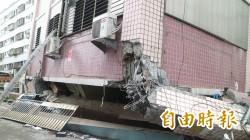 陪200位災民入吾居吾宿內取物 消防員其實也是受災戶