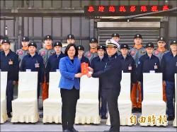 視導南部駐軍 蔡總統:國防預算每年合理增長