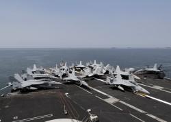 南海緊張 美航母與中052D級導彈驅逐艦近距對峙