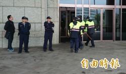 陵寢潑漆事件7人到案 警方地檢待命防衝突