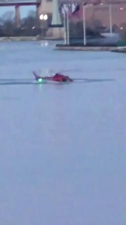 美紐約直升機墜河    2死3失蹤1獲救