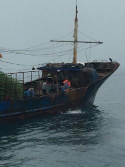 中國漁船越界捕螃蟹 澎湖海巡隊押返偵辦