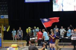 明道等5校入澳洲FRC機器人複賽 主持人揮舞我國旗