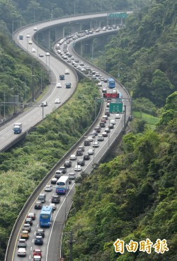 連假首日塞爆 學者:交通部兩措施造成反效果