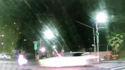 閃紅燈未先停 無照機車少年被汽車撞飛…