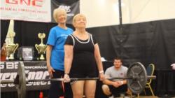 臥推27公斤、硬舉59公斤 97歲阿嬤舉重無敵手