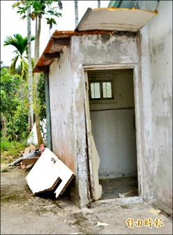 廁所蓋路邊 給大家方便