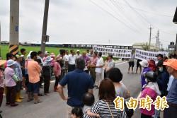 拒絕雞屎味污染 大埤村民抗議雞場擴建