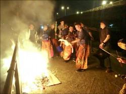 史上最熱鬧「送肉粽」 2百人圍觀 直播破千人