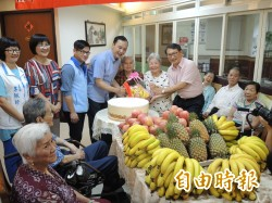 朱立倫盼多吃香蕉鳳梨   他們唱反調「不能吃鳳梨」!