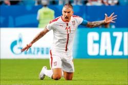 世界盃足球賽》自由球遠射破網 塞爾維亞開紅盤