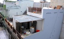 神秘巧合?印度1家11口全死 警民宅外發現11根水管