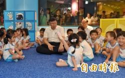 台北天文館重開幕 柯P和學童大玩機智問答