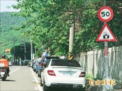 超速被拍44次 騎士怪罪樹葉遮警示