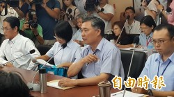 堅持不願意進議事廳備詢 吳音寧被議員趕出議會