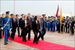 蔡抵巴拉圭 與新總統會談